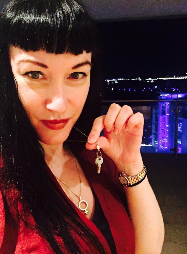 london-mistress-goddess-cleo-chastity