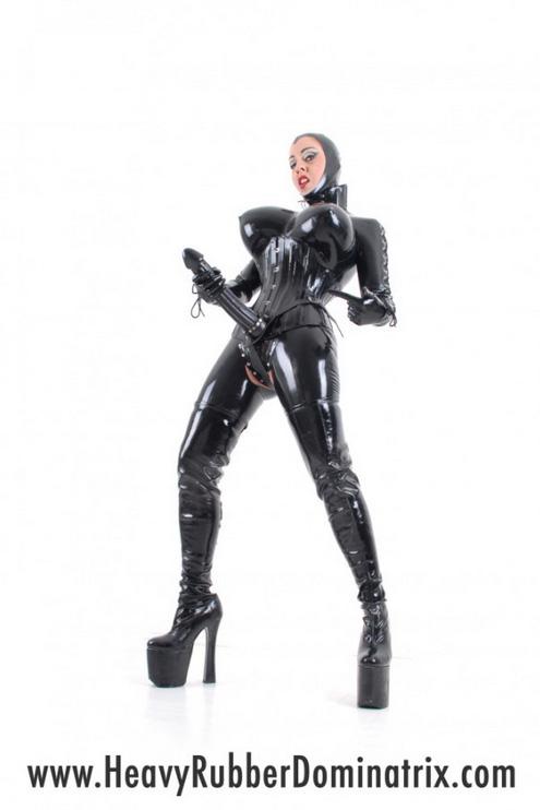 strapon-mistress-heavy-rubber-dominatrix